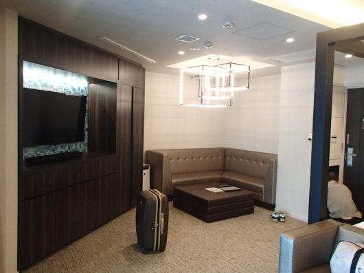 Nホテル ラグジュアリープールスイート テレビボード