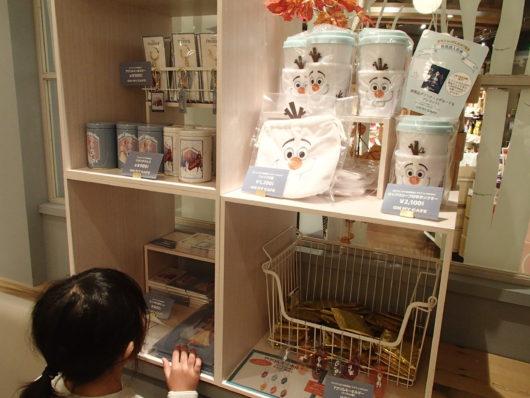 アナと雪の女王2カフェ京都店 アナ雪グッズコーナー
