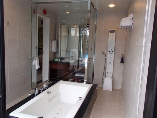 ネスタリゾート ロイヤルスイートC 主寝室のバスルーム