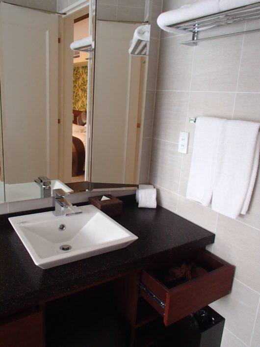 ネスタリゾート ロイヤルスイートC ゲストルームの洗面所