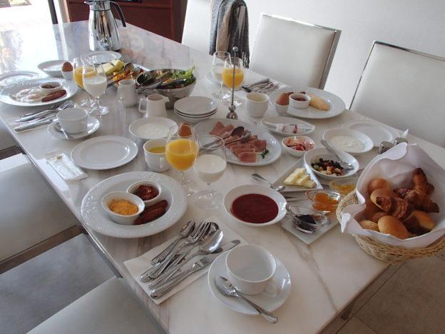 ネスタリゾートロイヤルスイート ルームサービスの朝食