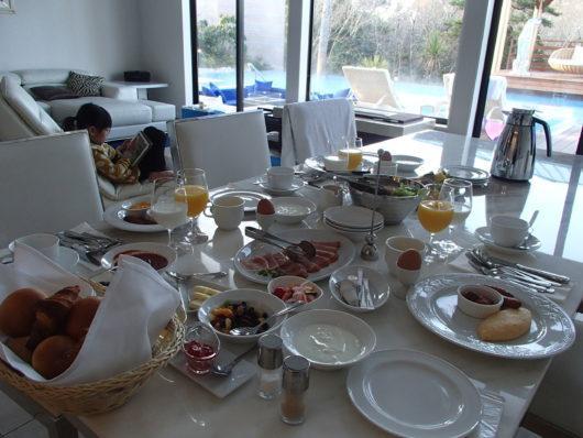 ネスタリゾート ロイヤルスイートC でいただく朝食