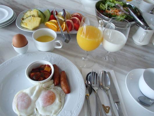 ネスタリゾート ロイヤルスイートCにて 朝食
