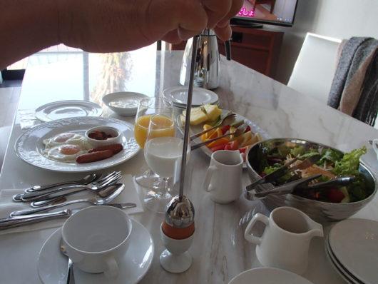 ネスタリゾート 朝食タイム ゆで卵の殻を割る器具