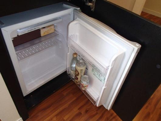 ホテルユニバーサルポート 冷蔵庫 (中身は私物)