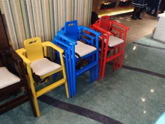 ホテルユニバーサルポート 朝食会場 子供用椅子
