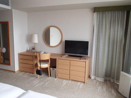 琵琶湖ホテル スーペリアルーム デスク周り