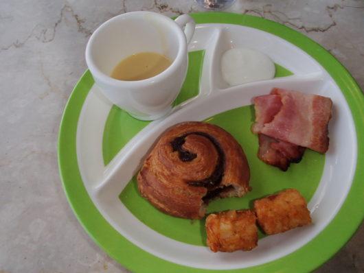 琵琶湖ホテル 朝食ブッフェ 娘のお皿
