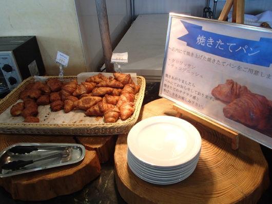 琵琶湖ホテル 朝食ブッフェ 焼きたてクロワッサン