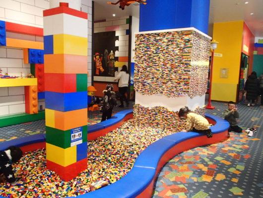 レゴランドホテル ロビー中央のブロックプレイエリア