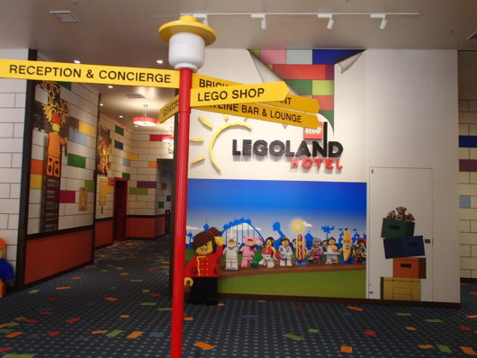 レゴランドホテル エントランス正面 エレベーターホール