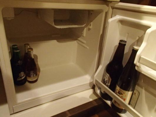 三水館 冷蔵庫内の飲み物は有料