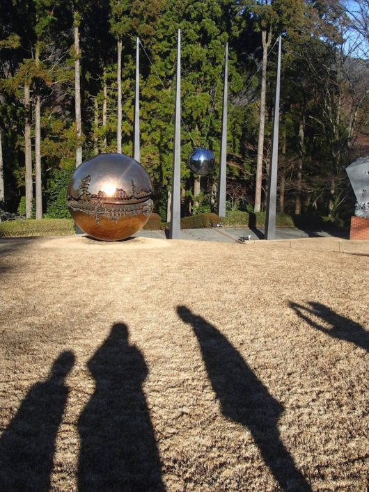 彫刻の森美術館 球体を持った球体