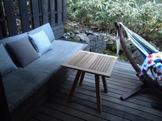箱根・翠松園 客室のウッドデッキ