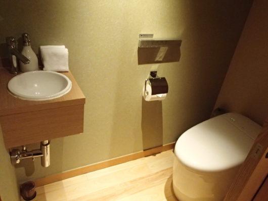 箱根・翠松園 客室のトイレ
