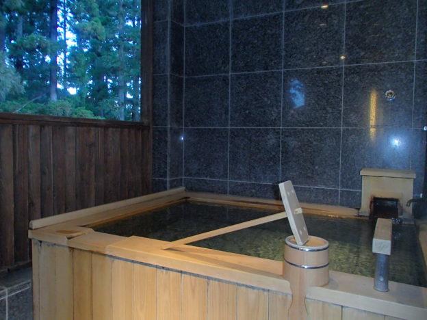 箱根・翠松園 客室の露天風呂