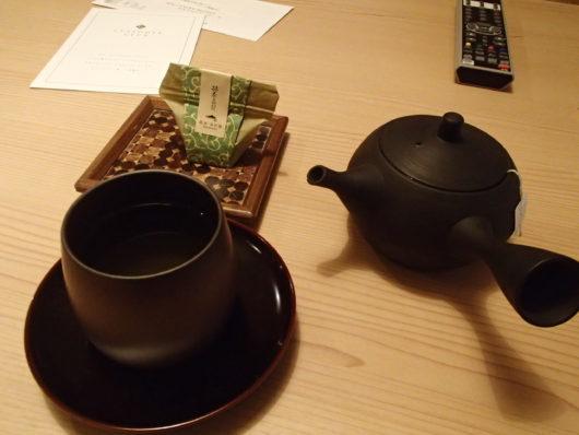 箱根・翠松園 お着き菓子とお茶